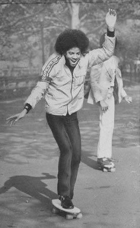 Still in bed and reading all the MJ twitter obits. Liked this early pic of MJ…