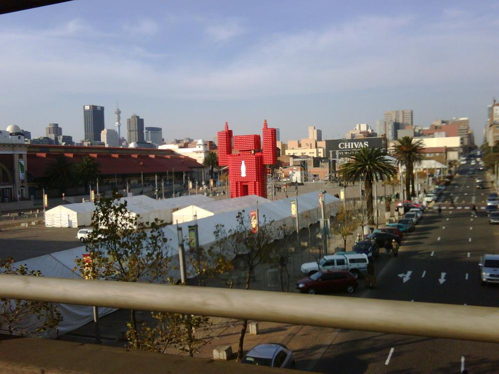 Giant COKEhead seen in central Johannesburg. (3 pics..)