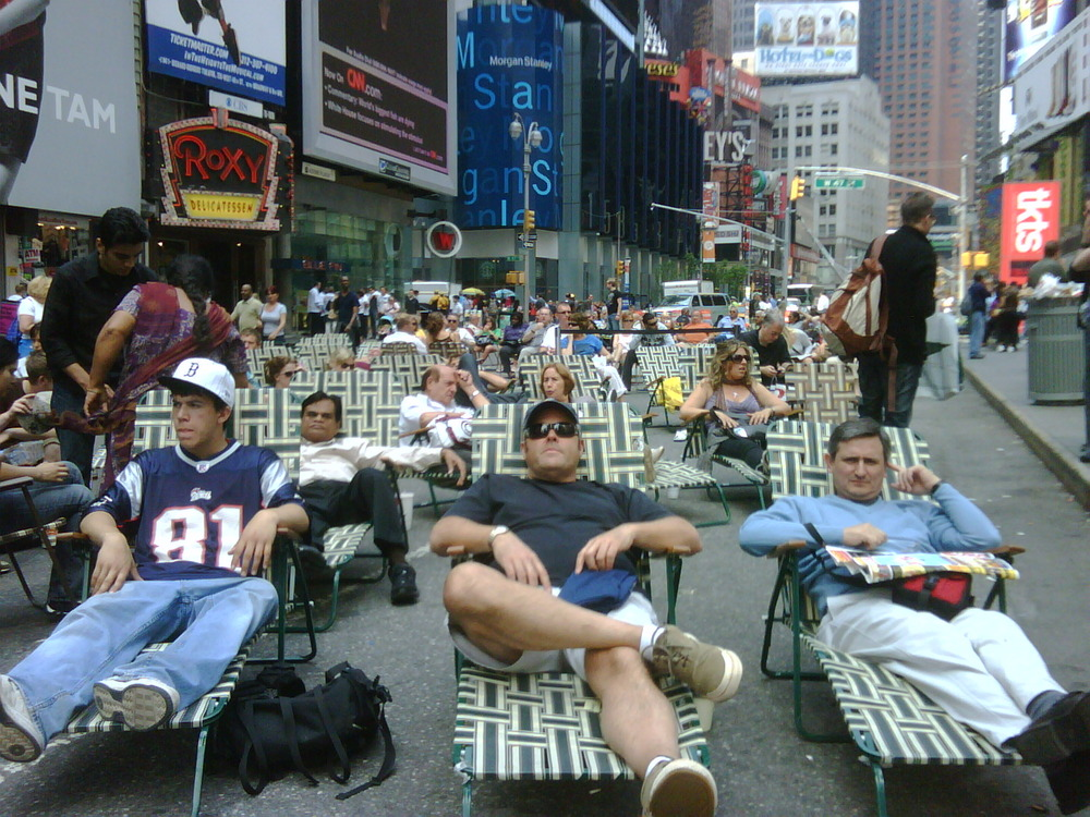 Lounging in the middle of times SQ.