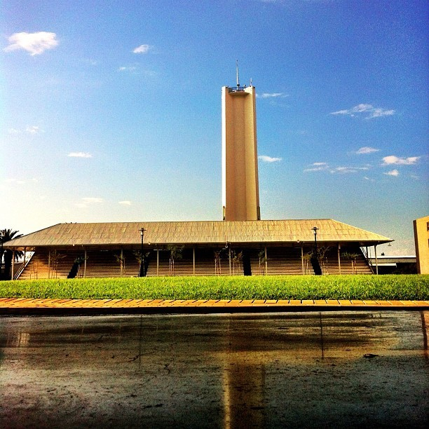 University tower. I once climbed this in a drunken state. #wits #university #tower #white #heights #reflection