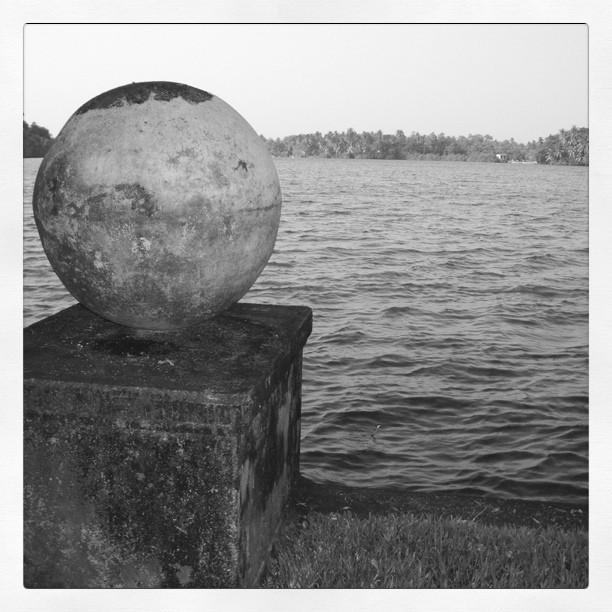 A ball. No claw.