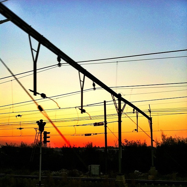 Born on the right side of the tracks. #ilovejozi #sunset