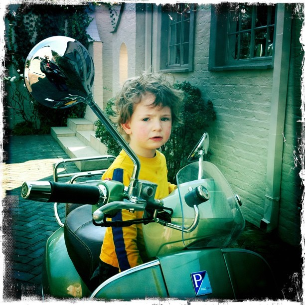 Oy! What you looking at? You want a piece of me? #Vespa