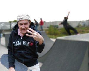 Skateboard_grandpa_old_man_skate_park_funny_humor_cool_haha_lol_rofl_smiles