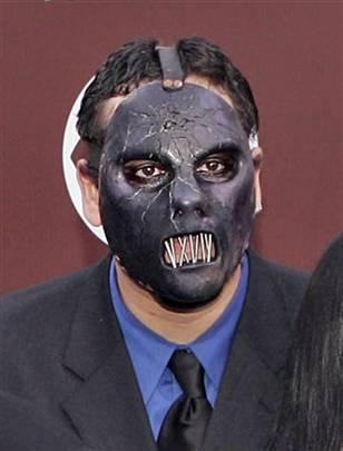 Slipknot bassist Paul Gray found dead in hotel #slipknot